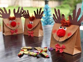 Rennes de Noël avec des Matériaux Recyclés