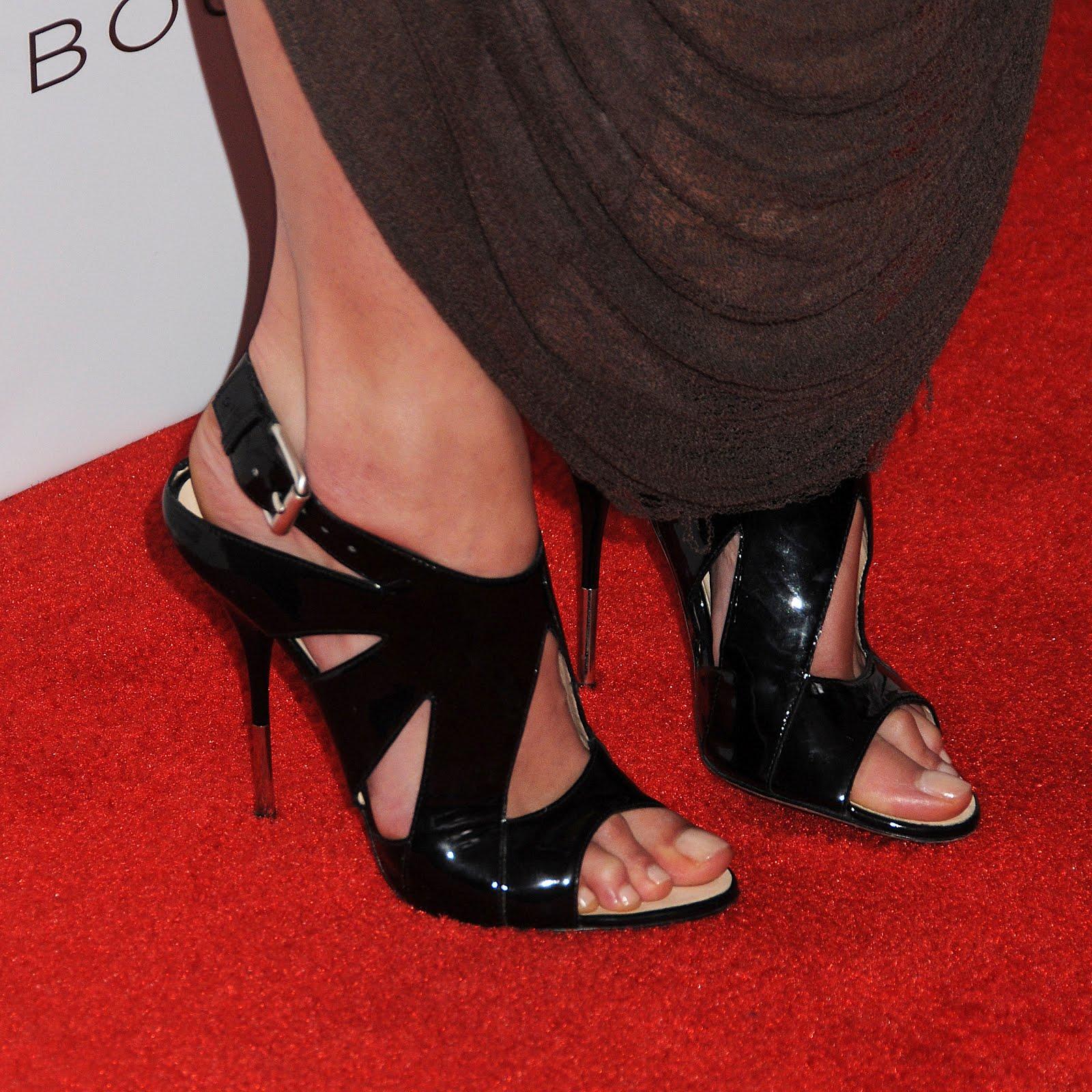 http://2.bp.blogspot.com/-y8VRbCPGw3w/UBaqmV8M5KI/AAAAAAAAAOA/myqTFNaxCVc/s1600/Amanda_Righetti_Feet_003.jpg