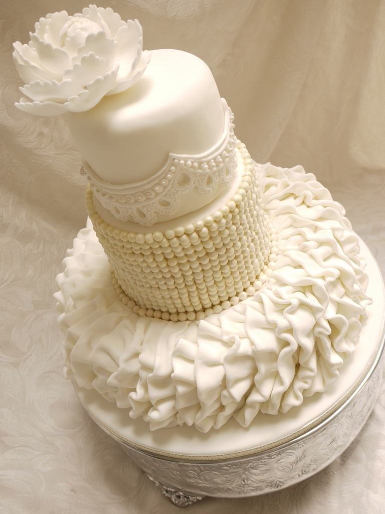 scrummy mummy 39 s cakes wedding dress inspired wedding cake