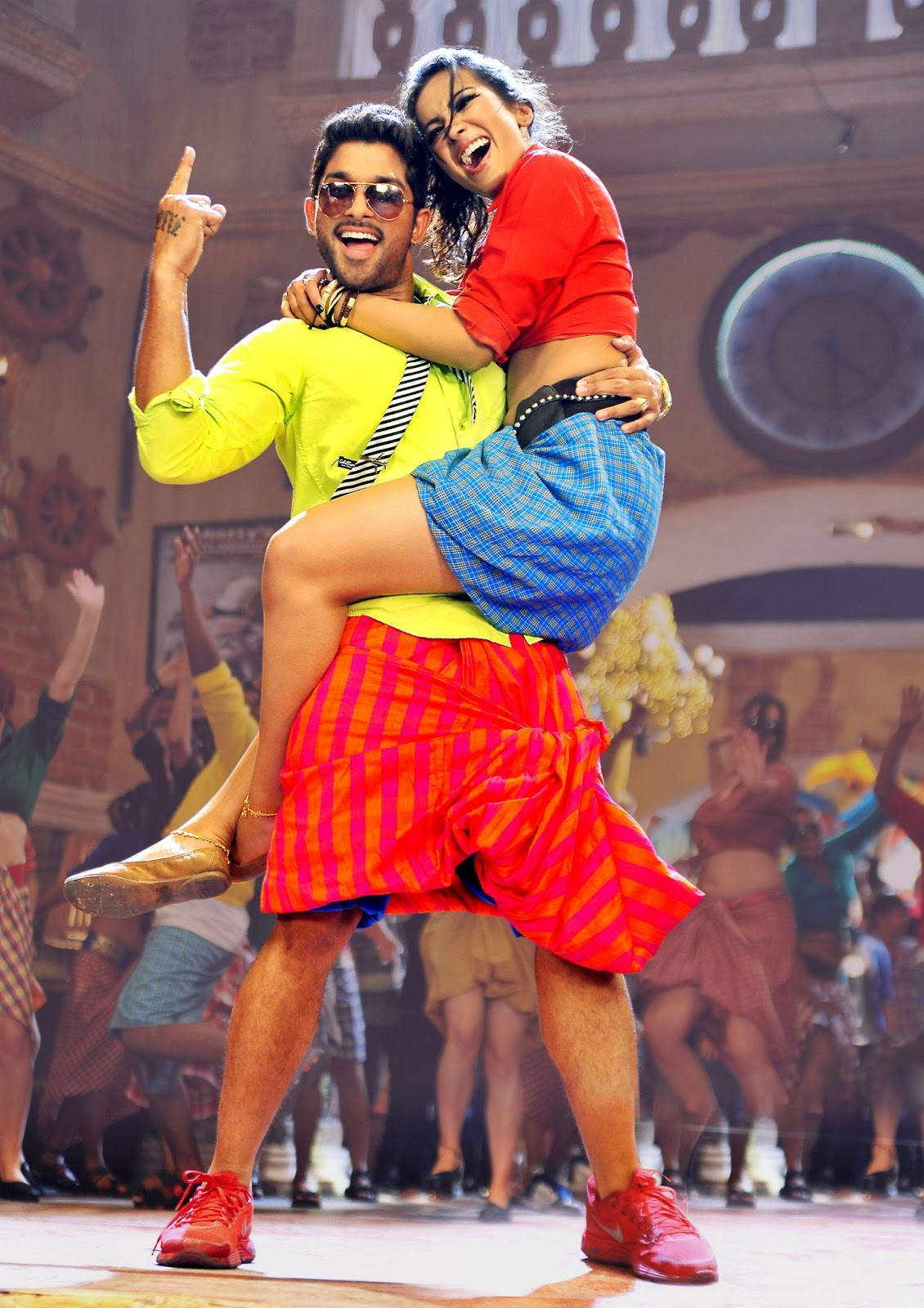 Iddarammayiltho Top Lesi Poddi Song hot Stills (3)