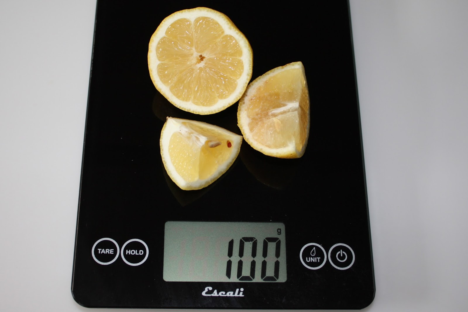 100 grams of lemon, raw with peel and seeds intact