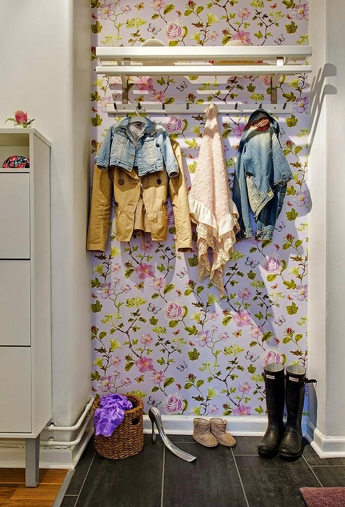 closet e papel de parede com flores