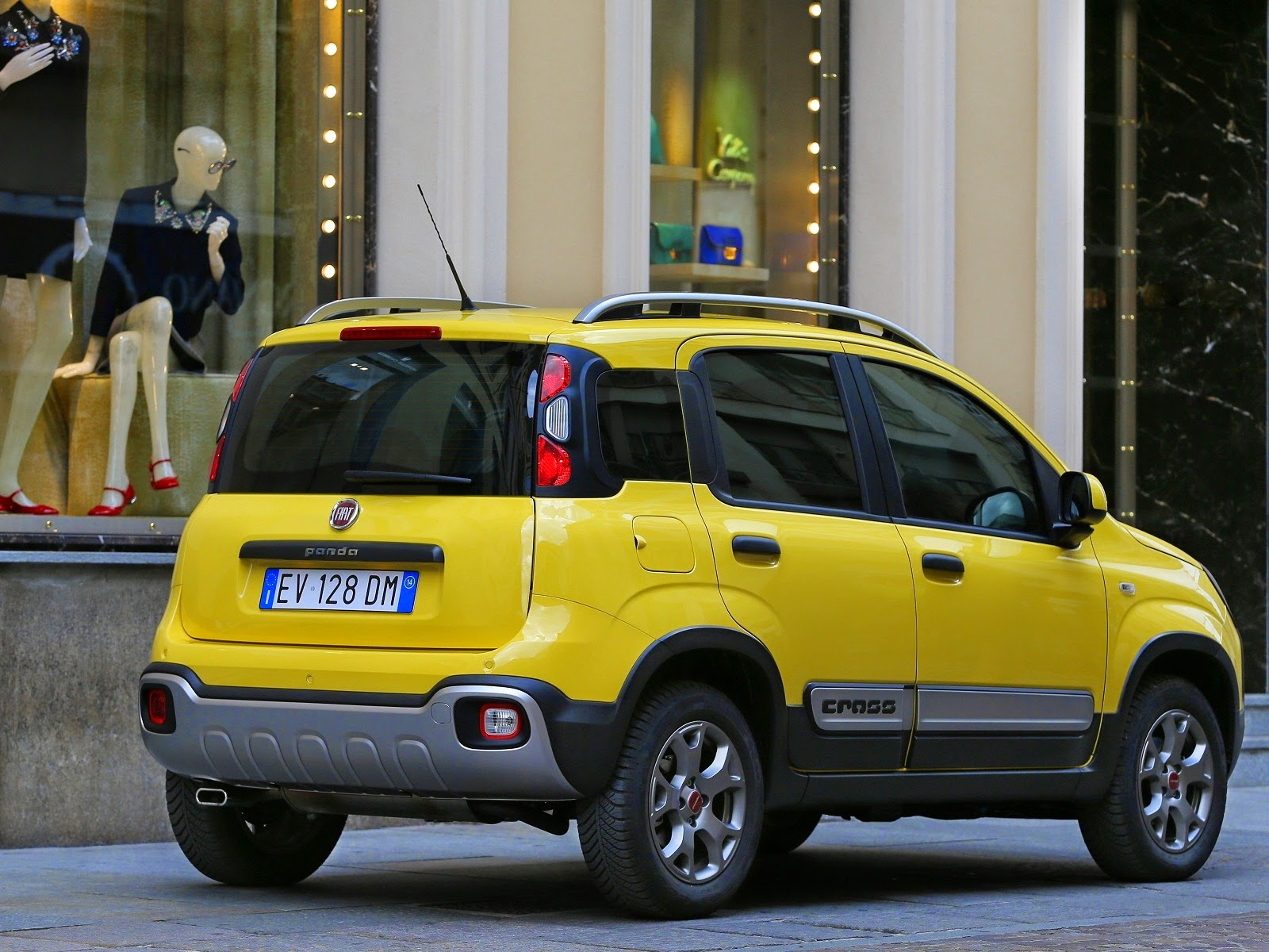 2015 fiat panda cross 0 9 litre twinair turbo 1 3 litre multijet ii turbo diesel car reviews. Black Bedroom Furniture Sets. Home Design Ideas