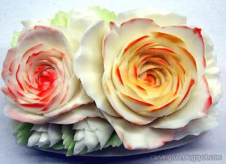 раскрашенный карвинг цветок