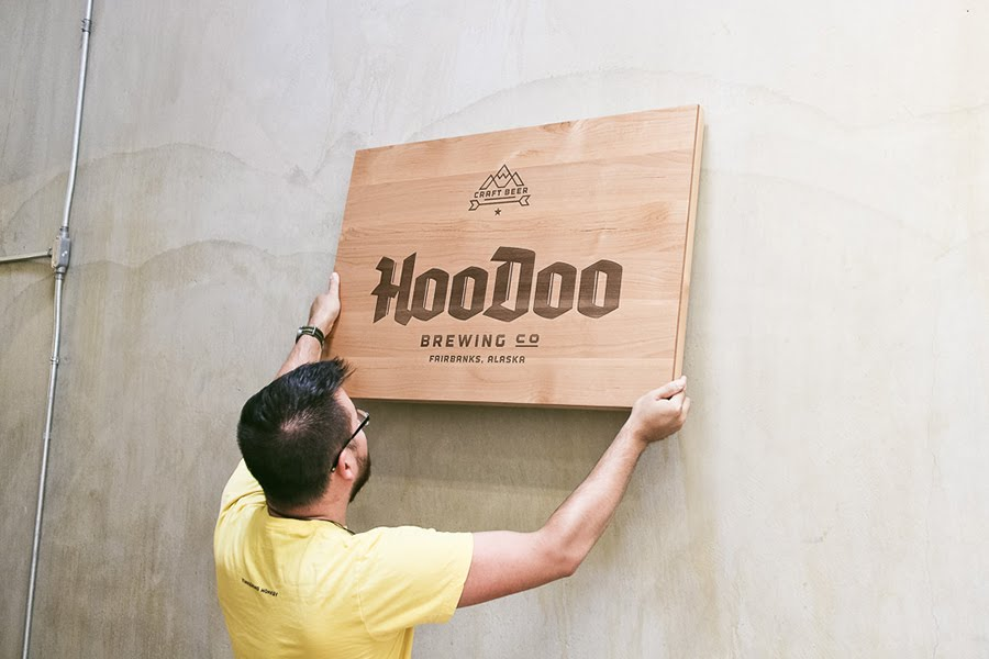 Kết quả hình ảnh cho bảng hiệu gỗ