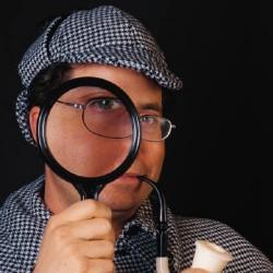 détective avec une loupe