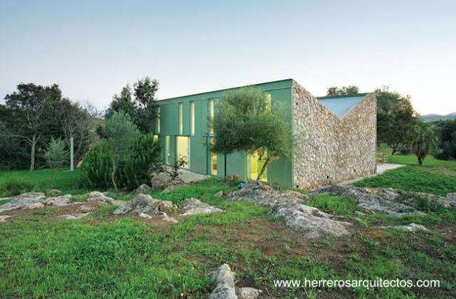 Arquitectura de casas casa de piedra con techo invertido - Casas en mallorca ...