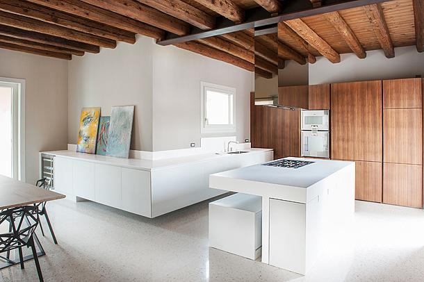 Cocina minimalista en Hi-Macs - Simone Piva