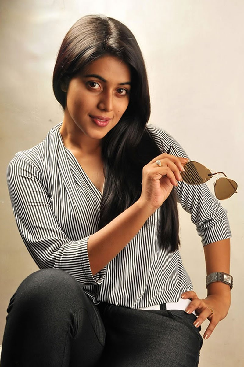 POORNA in Black Pants and Grey Top1 - POORNA SPICY HOT STILLS PHOTO Gallery in Black Pants