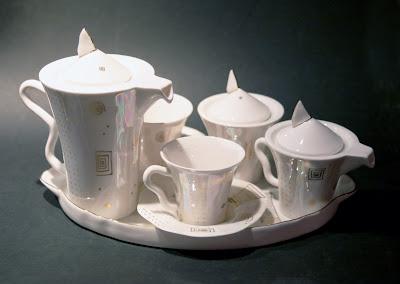 Servīze- Kaula porcelāns, apzeltījums. Cena: 125 Ls
