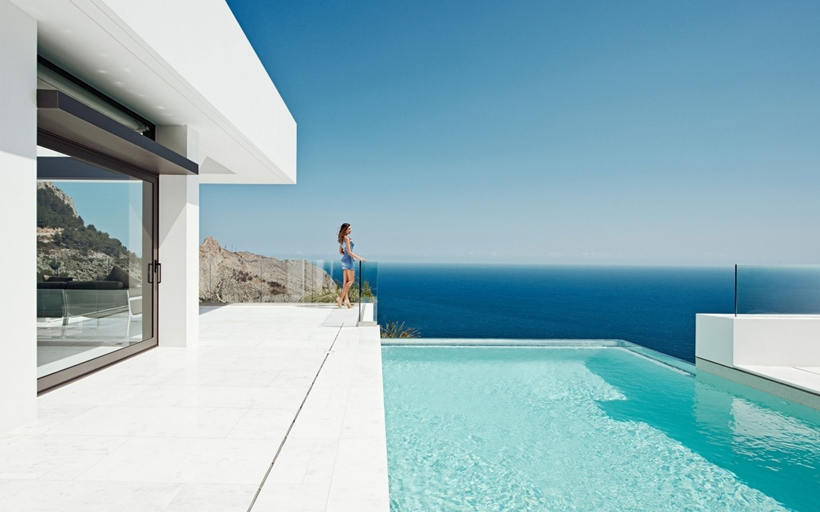 Swimming pool, balcony and ocean view