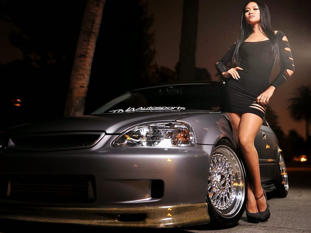 Latest-Exotic-Sports-car-with-hot-models-picture.jpg