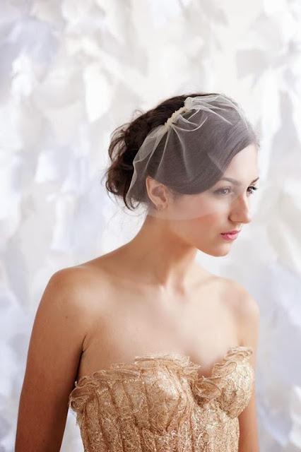 tạo kiểu cho cô dâu tóc ngắn phong cách cổ điển