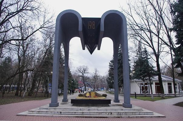 Военные памятники в краснодаре памятники из гранита москва заказ