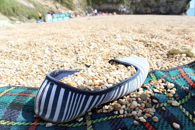 pebbles-and-shoes-lulworth-cove-todaymywayblog