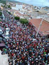 Multidão segue imagem de São Sebastião durante procissão em Picuí