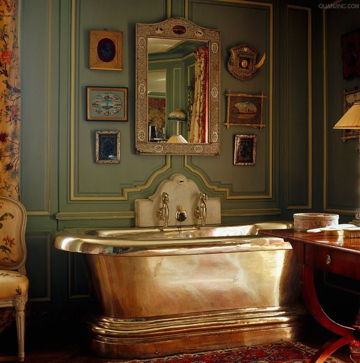 Eye for design how to create a french bathroom for Decoration jacques garcia
