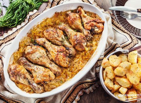 Udka kurczaka pieczone na kapuście kiszonej