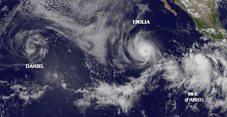 DANIEL kein Tropischer Sturm mehr, EMILIA Hurrikan Kategorie 2, Benennung FABIO wahrscheinlich morgen, Mexiko, Baja California, Kalifornien, Hurrikansaison 2012, Satellitenbild Satellitenbilder, Pazifische Hurrikansaison, Nordost-Pazifik, aktuell, Juli, 2012, Fabio, Emilia, Daniel,
