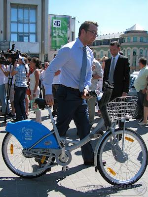 Оскар Прокопьев возвращается в мэрию на велосипеде