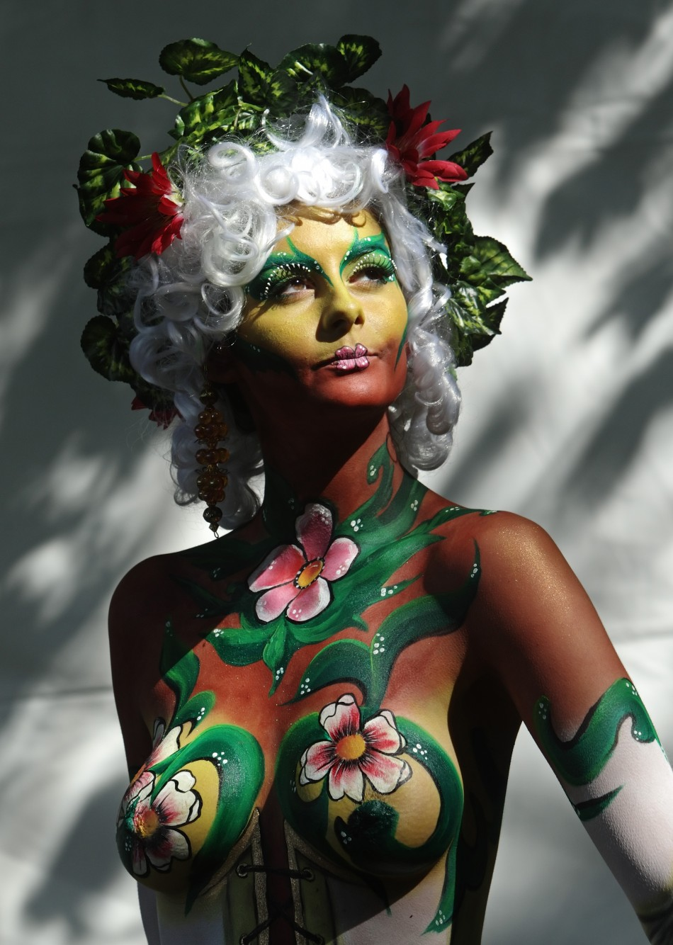 Wallpaper world world body painting festival photos 2011 for Best body paint pics