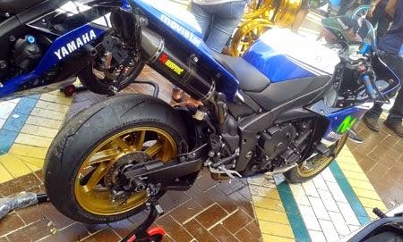 Yamaha R1 Otobursa 2015