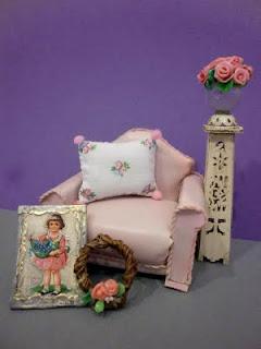 miniaturas en rosa para casa de muñecas