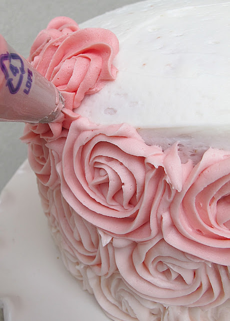 Rose Cake Design Icing : Ombre Rose Cakes on Pinterest Rose Cake, Ombre Cake and ...