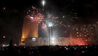 [VIDEO] MALAM TAHUN BARU 2014 DI BUNDARAN HI JAKARTA Duet Jokowi VS Rhoma Irama Malam Tahun Baru 2014