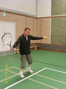 Tennisvalmentaja Tampereelta Olavi Lehto palveluksessanne