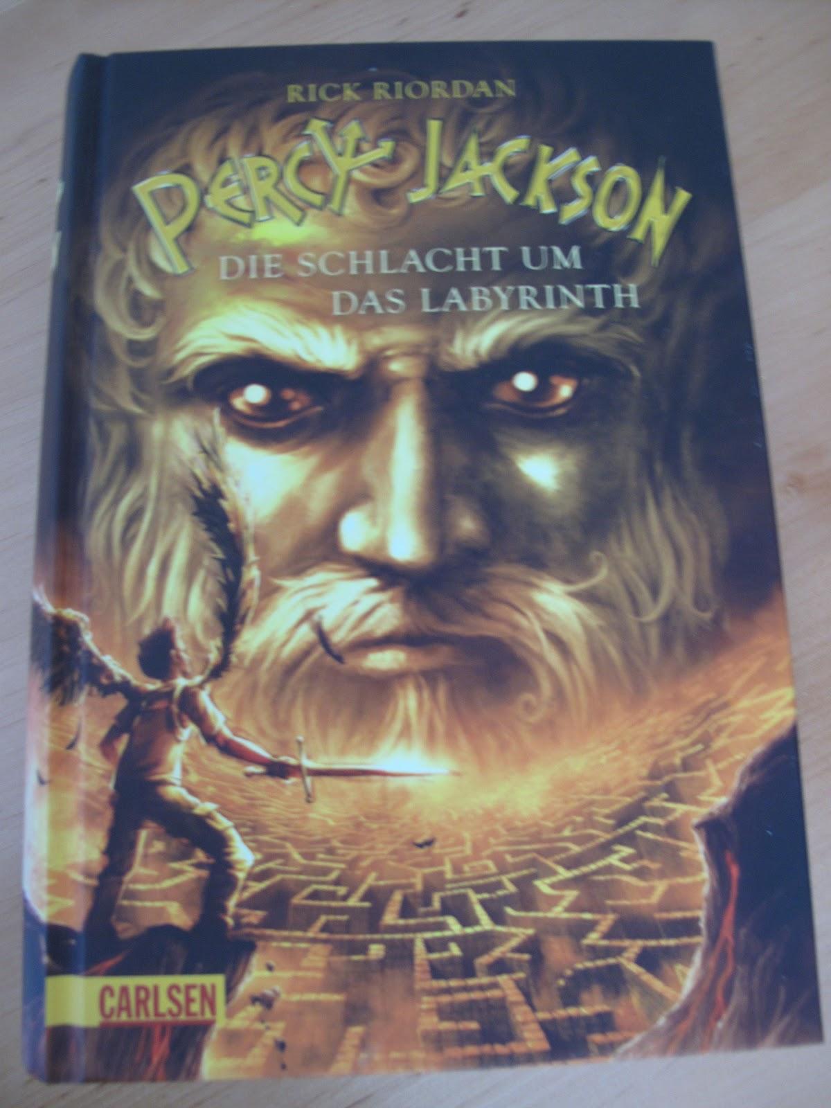 Percy hat ein Schnuppertreffen in einer neuen Schule  Dortgreifen ihn    Quintus Percy Jackson