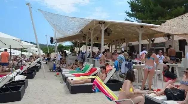 «Λουκέτο» σε γνωστό beach bar στη Χαλκιδική για μη έκδοση αποδείξεων