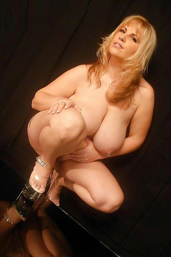 Amazing amateur flashes her hot body 3