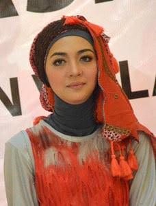 hijab cantik nuri maulida 2 Hijab Cantik Ala Nuri Maulida
