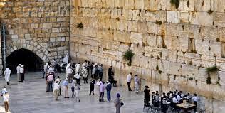 Judeus orando no Muro das Lamentações