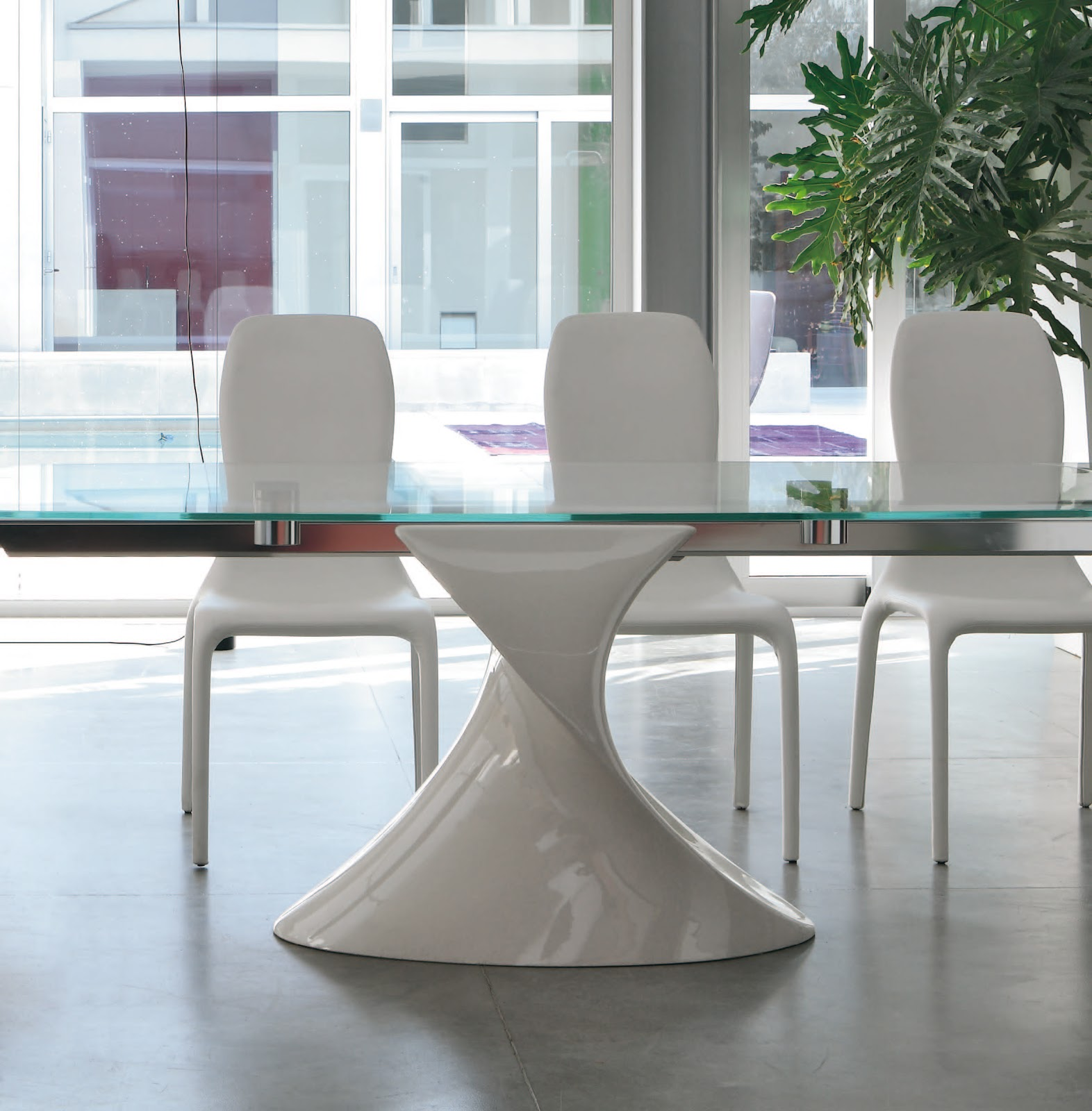 Inspiration mobilier design table avec pied design Table en verre design