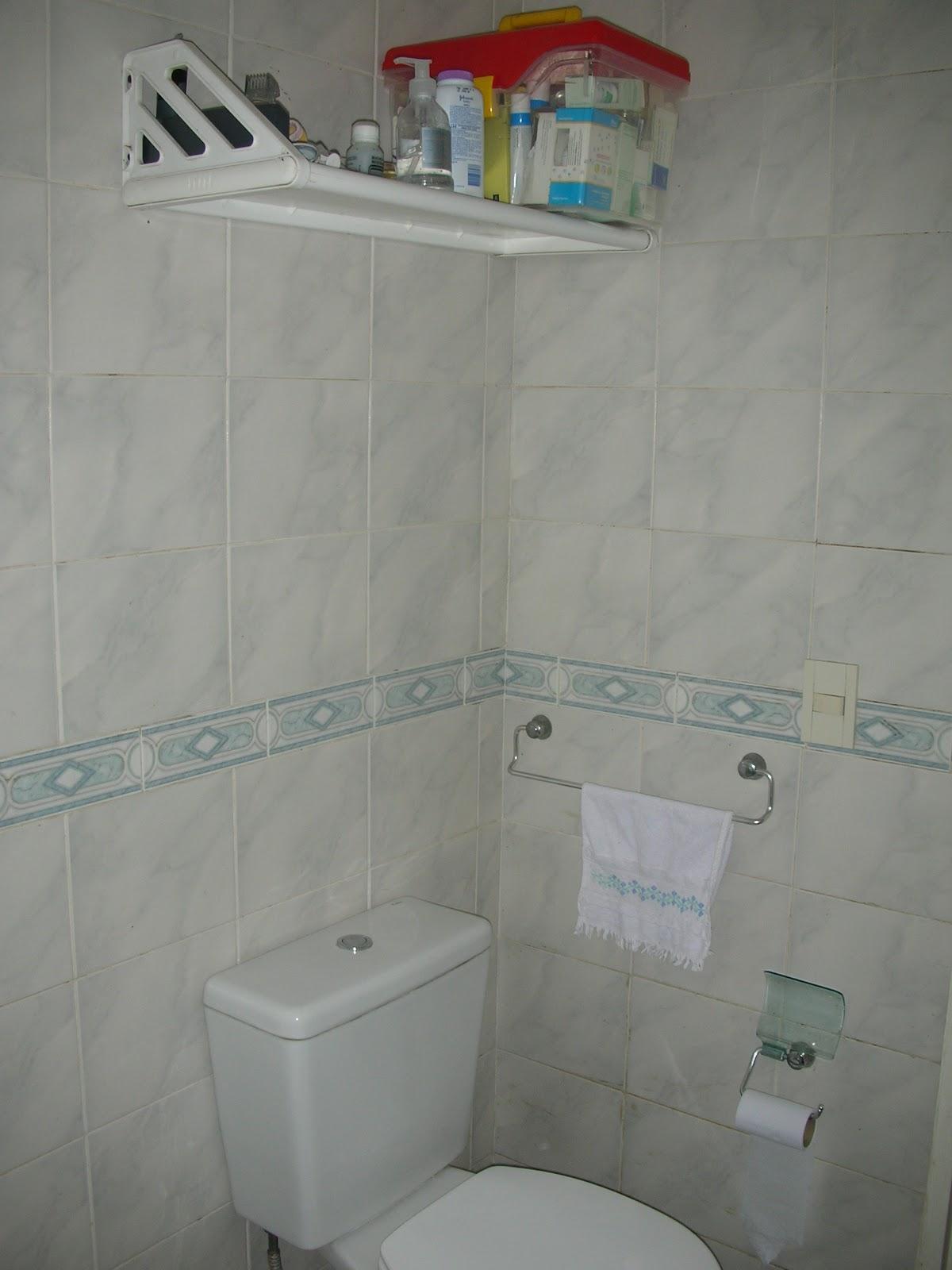 Gu a para el hogar ideas para casas con poco espacio - Estante para ducha ...