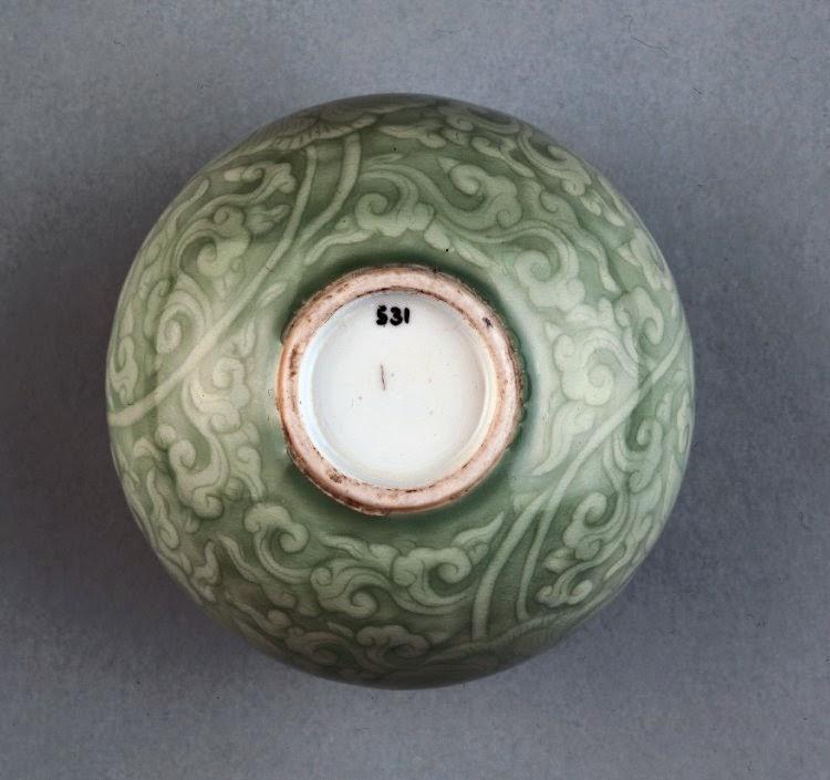 """<img src=""""water-jar.jpg"""" alt=""""Qing Kangxi Celadon foot-rim"""">"""
