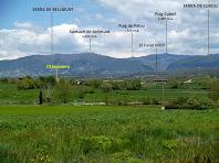 Panoràmica de la Serra de Bellmunt, el Forat Micó i la Serra de Curull des de la zona de la depuradora de Santa Maria de Corcó-L'Esquirol