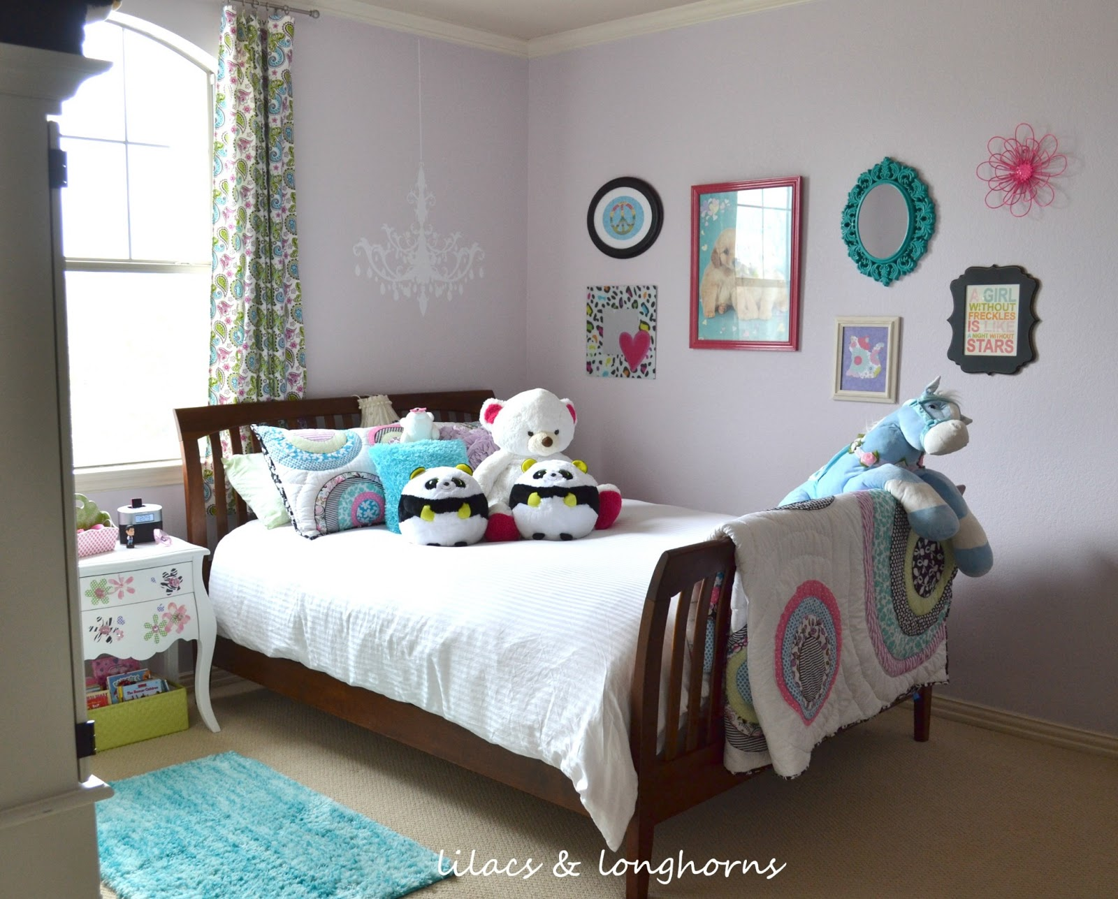 Tween girl 39 s room reveal lilacs and longhornslilacs and for Tween girl room decor