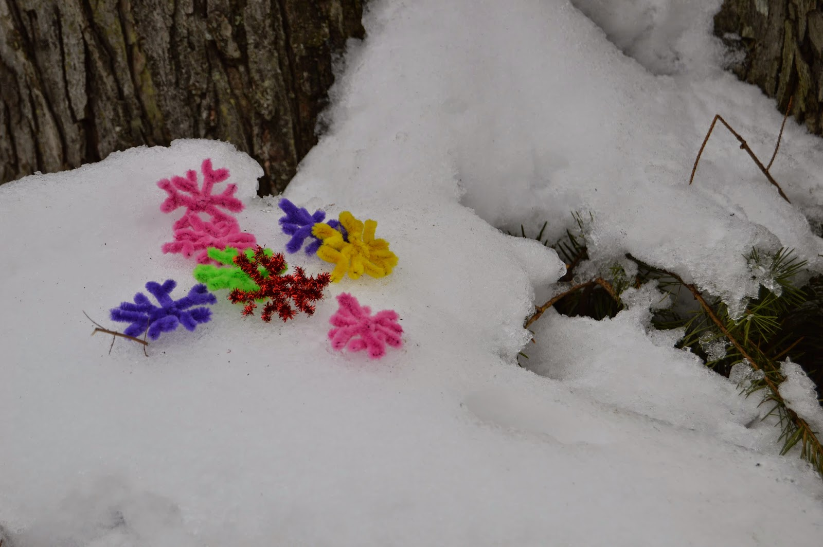 DIY small cute pipe cleaner snowflakes & Made in House (osop): DIY: Fun quick and Easy Pipe Cleaner ...