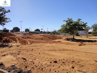 Serviços de terraplenagem em terreno na Av. Leão Sampaio.