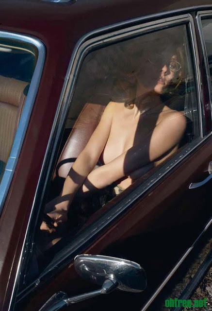 20110214 constance jablonski6 1 Constance Jablonski Topless in her Car for Purple