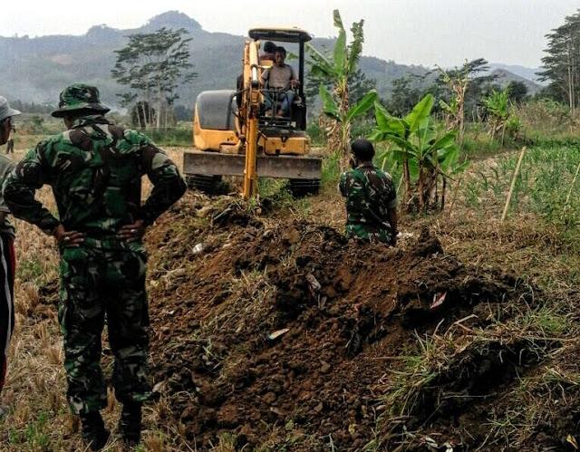 Ketika Prajurit TNI dan Masyarakat Bersatu Perbaiki Irigasi dan Sodetan Baru di Cianjur