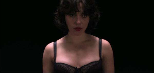 Sob a Pele   Trailer legendado e pôster nacional da ficção com Scarlett Johansson