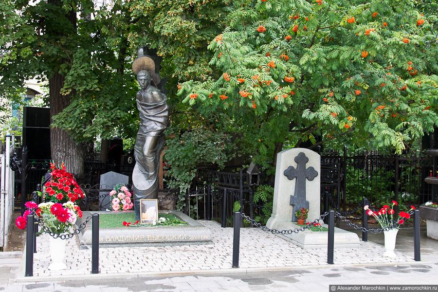Могила Владимира Высоцкого на Ваганьковском кладбище в Москве