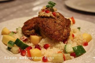 http://lizasmatverden.blogspot.no/2012/01/kylling-og-kikertkaker.html
