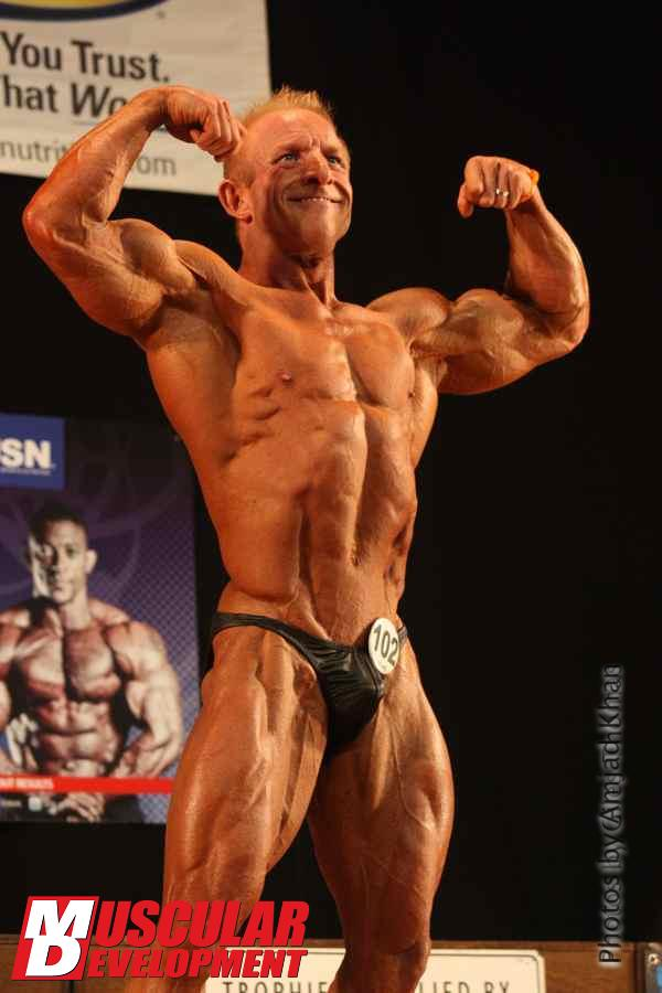 Sexy Bodybuilding: A mature bodybuilder and his bulge
