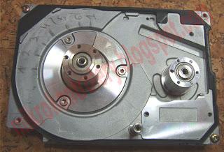 Silnik BLDC z dysku twardego (silnik A) - widok z góry.