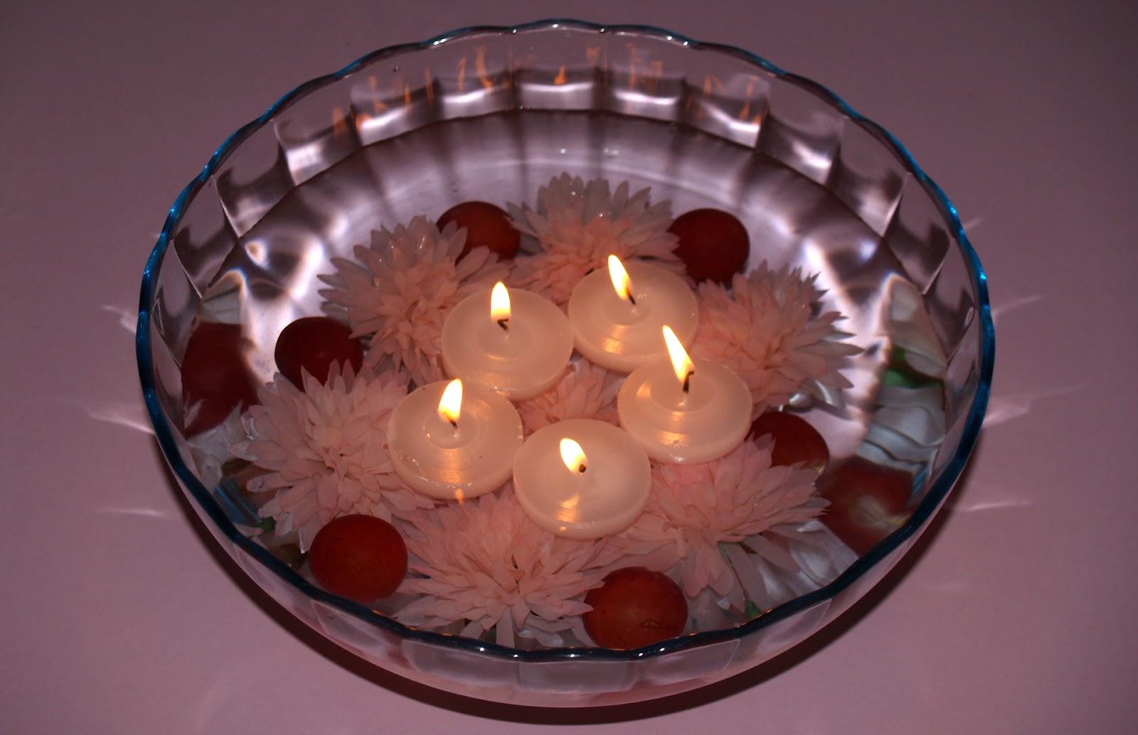 Centro de mesa con flores y frutas
